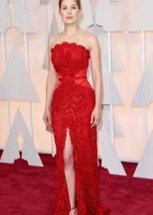 Red Evening Dress na may Floral Dekorasyon