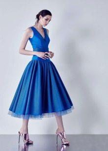 Vestido de noite azul com um espartilho azul