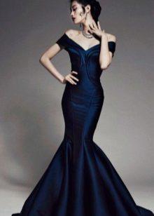 Sereia de vestido azul à noite