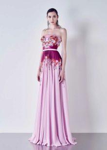 O vestido de noite não é magnífico com um espartilho