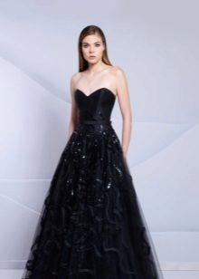 Vestido de noite preto com um espartilho