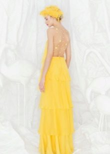 Vestido de noite amarelo com as costas abertas
