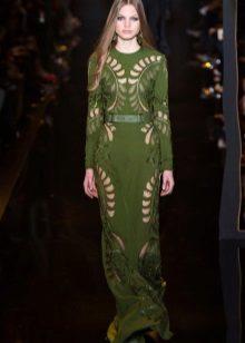 Vestido de noite verde com perfuração