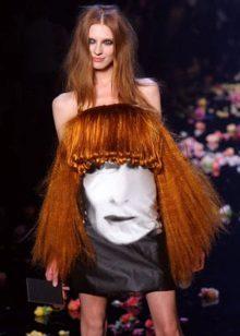 Vestit de nit amb cabells