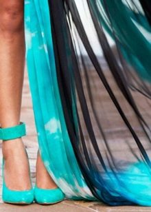 Sapatos de turquesa para vestido turquesa