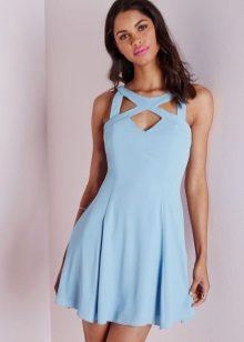 Comprimento mínimo do vestido azul