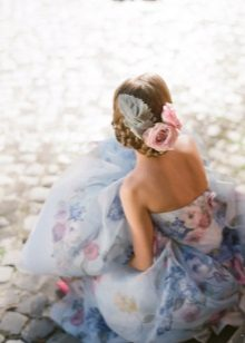 Blauwe jurk met bloemenprint