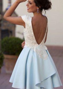 Mooie witte en blauwe jurk
