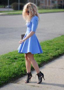 blauwe jurk met mouwen