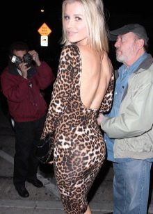 Sırtı açık leopar elbise