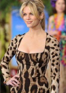 Leopar elbiseye doğal manikür