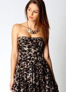 Leopar elbise için altın takı