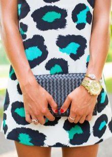 beyaz ve yeşil leopar desenli elbise