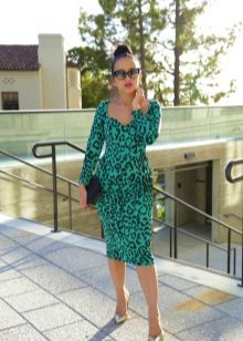 Leopar desenli yeşil elbise