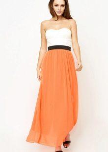 Oranžové šaty v kombinaci s bílou