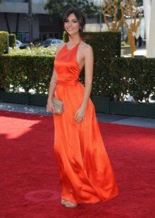 Krásné oranžové šaty