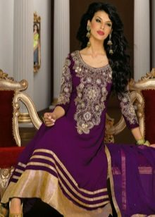 Eggplant dress in combination with the color of gold