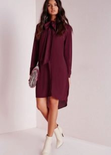 Eggplant dress in combination with light shoes