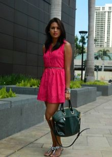 Fuchsia dress in combination with a green bag
