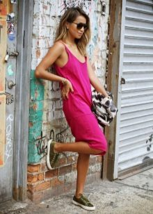 Green sneakers for a fuchsia casual dress