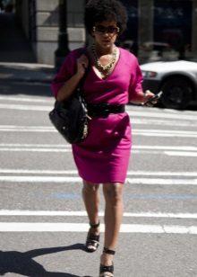 Black accessories for a fuchsia dress