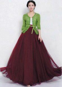 Marsalauksen ja vihreän yhdistelmä rento puku