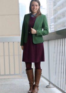 Marsala-mekko yhdessä vihreän kanssa