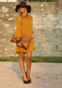 Shoes and accessories for a mustard dress