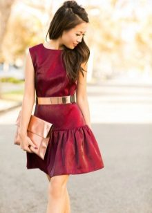 Dress of wine color in combination with gold accessories