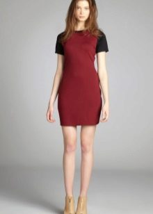 Bright shoes to the wine-colored dress