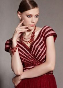 Burgundy-colored jewelery