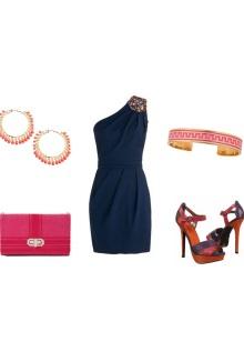 Koyu mavi elbiseye kırmızı ayakkabılar
