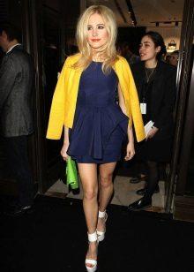 Koyu mavi elbiseye sarı ceket