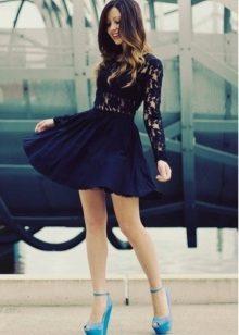 Guipure ekler ile koyu mavi elbise