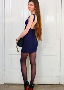 Yarı saydam koyu, koyu mavi elbiseye