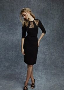 Bainha vestido de noite para o joelho preto com uma inserção transparente