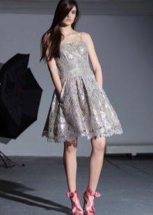 Vestido de Renda Cinza