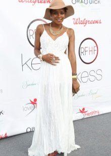 Бяла рокля от неутрална сянка за бременни жени