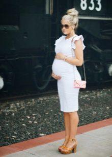 Бяла рокля за майчинство