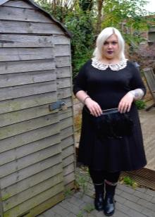 Vestit negre amb coll blanc per complet