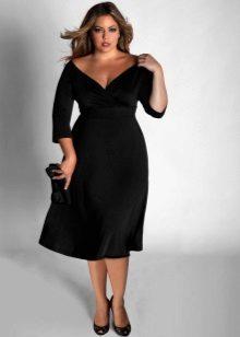 Zwarte jurk met een diepe V-hals en driekwart mouwen voor dames