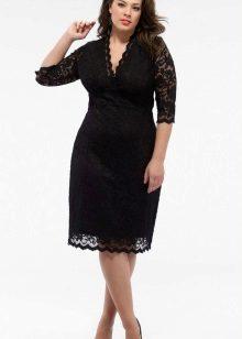 Zwarte kanten jurk van gemiddelde lengte voor vol