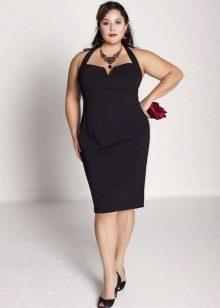 Zwarte jurk met een diepe hals voor vrouwen met obesitas
