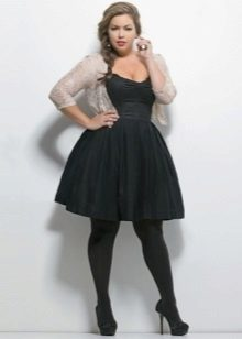 Zwarte jurk voor vol met zwarte schoenen