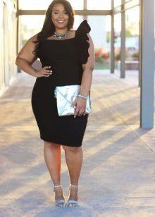 Vestit negre per a una dona plena