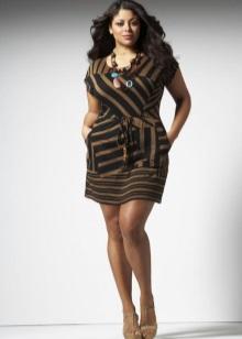 Figuur op de jurk vermindert visueel het figuur