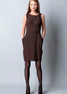 Strømpebukser til en brun kjole