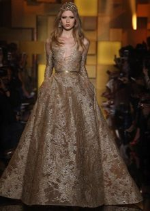 Lysebrun lang kjole
