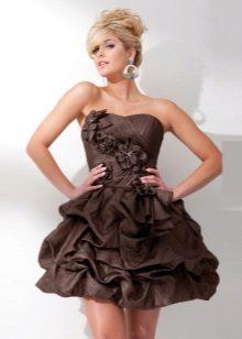 Kort brun kjole