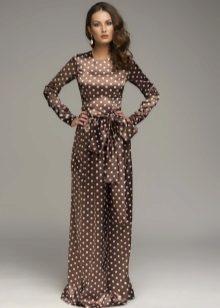 Brun kjole i ærter